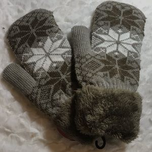 ✅25%off any 3 or more items. Brown tan mittens new